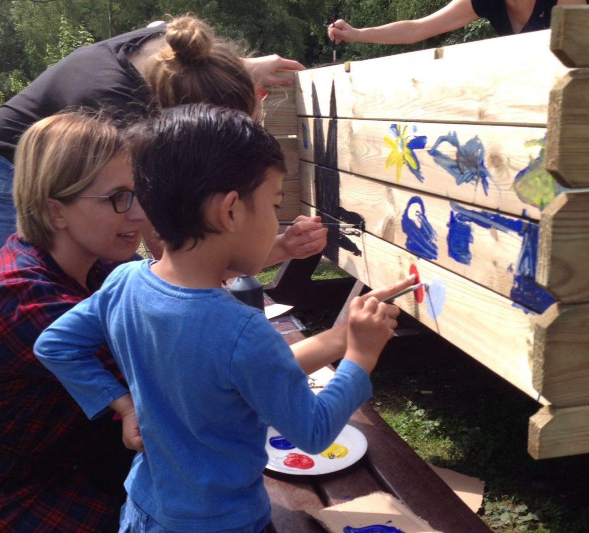 Zusammen aktiv - Flüchtlingskinder und Helfer der Paria-Stiftung