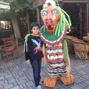 """Begegnung mit dem Drachen """"Quetzal"""" im Phantasialand"""
