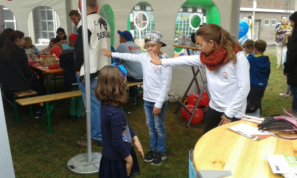 Hiphop-Moves bei der Paria-Stiftung am Weltkindertag in Köln