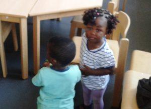 Kinderbetreuung während die Mütter im Deutschkurs sind.