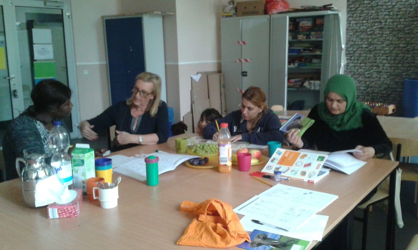 Deutschkurs der Paria Stiftung im Flüchtlingswohnheim