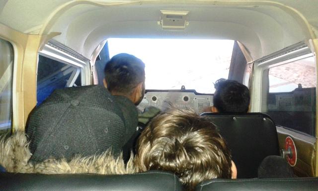 Jugendliche der Paria Stiftung im Flugsimulator