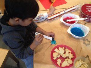 Weihnachtsbäckerei mit der Paria Stiftung im Flüchtlingswohnheim