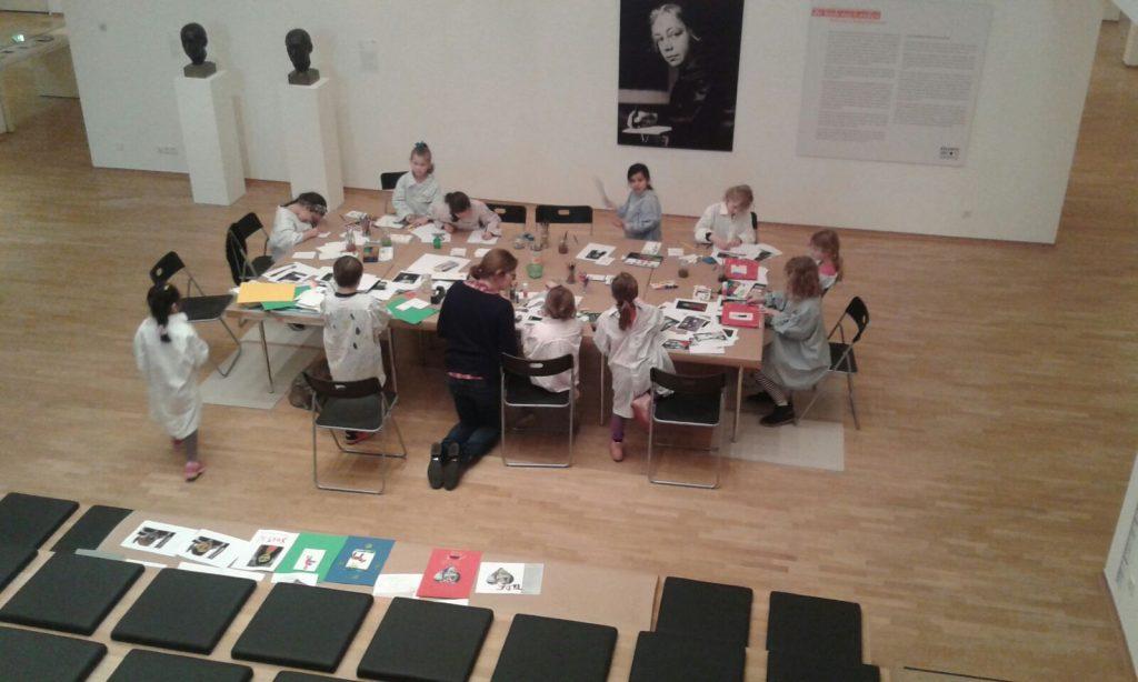 Die Kinder der Paria Stiftung in der Kinder Kunstwerkstatt.