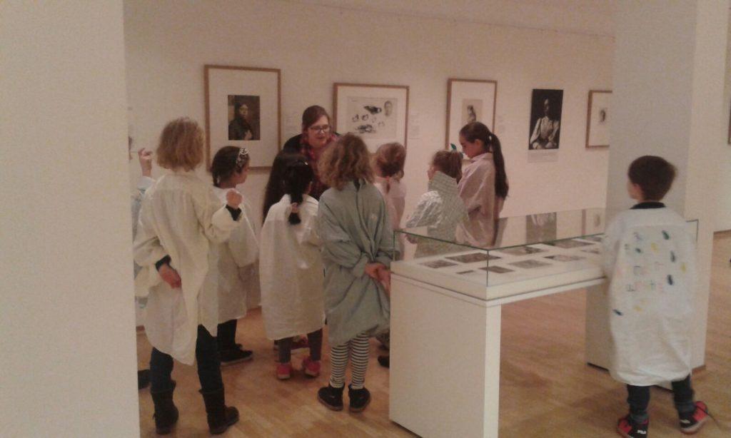 Die Paria Stiftung mit den Kindern im Käthe Kollwitz Museum.