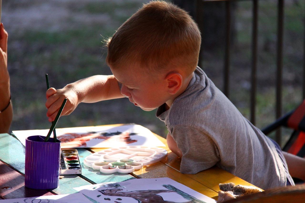 Die Paria Stiftung bietet kreative Auseinandersetzung in schwierigen Situationen für Kinder an.