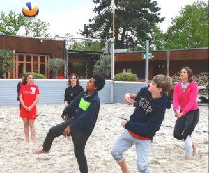 Beachvolleyball für die Kinder der Paria Stiftung