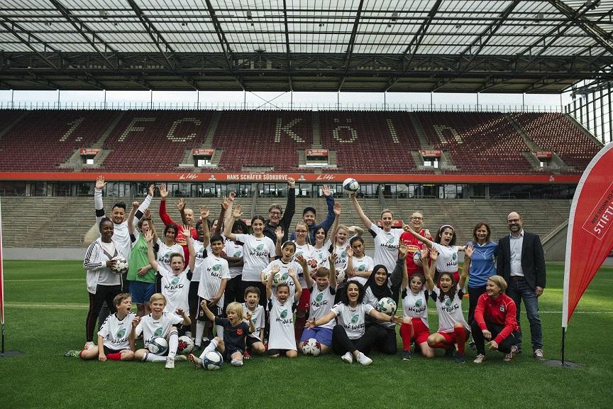 Besonderer Fußballtag der Paria Pänz mit Fußball-Stars