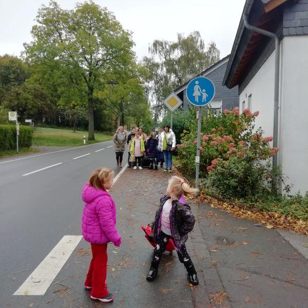 Paria Kids und Familien mit der Paria Stiftung auf dem Weg zum Gut Alte Heide