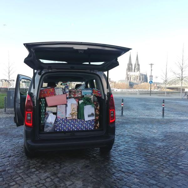 80 Geschenke für die Paria Kids von der Flossbach von Storch AG.