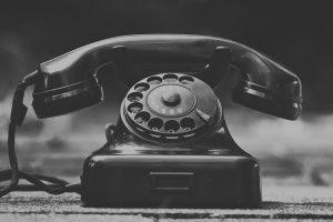 Nicht für alle ist es schön zuhause, das wissen wir - Hilfe am Telefon!