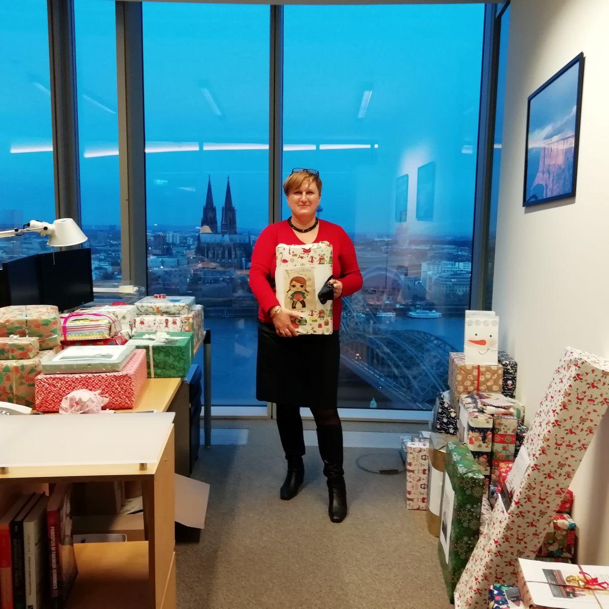 Lieferung der Geschenke für unsere Paria Kids von Flossbach von Storch